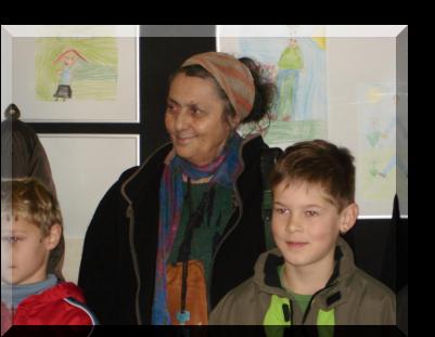 Pauline Campion, Künstlerin aus Brüssel (Gezeichnetes Leben) und zwei der Künstler der Grundschule Dörenthe (Gemaltes Leben)